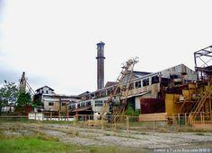 Autor: Joe Delgado. Central Coloso en Aguada, Puerto Rico. Foto del 2010. Trituró caña desde 1830 hasta 2002