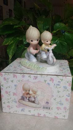 "PRECIOUS MOMENTS ""SAFE IN THE HANDS OF LOVE"" PM0032 VALUABLE MEMBER'S ONLY/NEW in Collectibles, Decorative Collectibles, Decorative Collectible Brands, Precious Moments, Figurines, Other Precious Moments Figures 