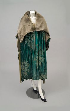 1925 - Worth. Silk, metallic.