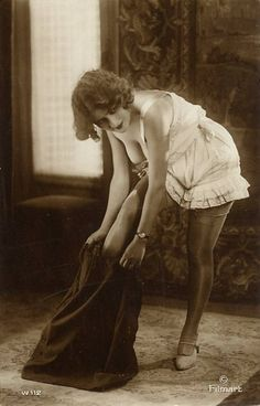 vintage everyday: 39 Old Postcards Show The Glamor of Young Girls in the Early Century 1920s Art Deco, Art Deco Era, Old Postcards, Photo Postcards, Vintage Girls, Retro Vintage, Retro Art, Vintage Pictures, Vintage Photographs