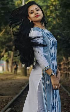 Curvy Girl Outfits, Beauty Girls, City Girl, India Beauty, Beautiful Women, Actresses, Indian, Long Hair Styles, Suits