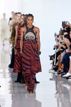 See the complete Roberto Cavalli Spring 2018 Ready-to-Wear collection.