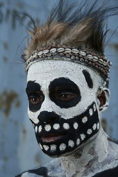 Papua New Guinea Portrait of a man from the Skeleton tribe © Miguel-Ángel We Are The World, People Around The World, Around The Worlds, Papua Nova Guiné, Tribal Face, Arte Tribal, Tribal People, Art Africain, Miguel Angel