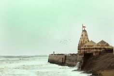 Somnath Temple is one of the great temples which is included in twelve Jyotirlinga holy place of Shiva. You can see beautiful images of Somnath Mandir. Temple India, Jain Temple, Amazing Places In India, Indian Temple Architecture, Sexy Painting, Indian Illustration, India Facts, Western Coast, Golden Temple