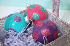 everything LEB: pour paint into clear glass ornaments, add polka dots! Clear Glass Ornaments, Glitter Ornaments, Diy Christmas Ornaments, Homemade Christmas, Christmas Decorations, Ball Ornaments, Holiday Decorating, Christmas Ideas, Quilted Ornaments