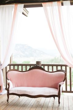 Lounge perfection !  Connie Dai Photography  A Vintage Affair Events & Rentals Violet Floral Design
