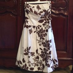 Size 8 Strapless brown/beige dress. Size 8 dress. Measures 31 inches from top to bottom. Made by Forever 21. 100% cotton. Forever 21 Dresses
