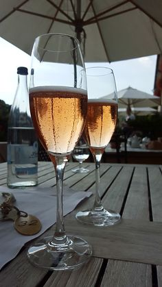 Pinot Noir, Wine Drinks, Alcoholic Drinks, White Wine, Red Wine, Bebidas Do Starbucks, Foto Casual, Sweet Wine, Types Of Wine