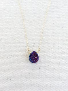 This necklace features a 10mm x 12mm teardrop purple Druzy suspended on a 14k gold filled chain. The chain is 18 inches in length.