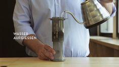 Mit #AeroPress gelingt dir im Handumdrehen der perfekte #Kaffee - und das im wahrsten Sinne des Wortes. Die perfekte #Zubereitung zeigen wir dir in diesem Video.  Zubereitungsmethode #AeroPress | #Kaffeewissen | J. Hornig #coffee #methods #coffeelovers Videos, Coffee Maker, Kitchen Appliances, Youtube, Kaffee, Knowledge, Coffee Maker Machine, Diy Kitchen Appliances, Coffee Percolator
