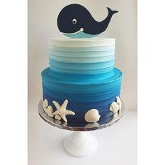 """Mi piace"": 1,140, commenti: 42 - Leslie Vigil (@_leslie_vigil_) su Instagram: ""Textured buttercream in gradient blues, white chocolate sea shells & a fondant baby whale. I'm…"""