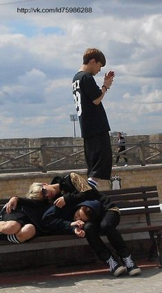 Chanyeol is dying and Sehun is mourning; meanwhile Jongdae is taking shots of the lovely landscape with his smartphone. xP