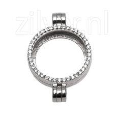 1e gehalte zilveren medaillon aan een zijde bezet met zirkonia's, de andere zijde met iMenso. Het medaillon heeft aan de onder en bovenkant een sluiting zodat u aan de onderkant nog een medaillon naar keuze kunt bevestigen, nieuw in verpakking 24 mm, MY iMenso.29/051