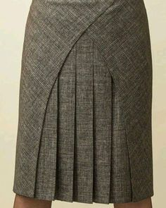 Patternmaking - interesting style lines - skirt pattern Skirt Outfits, Dress Skirt, Cool Outfits, Pleated Skirt, Clothing Patterns, Dress Patterns, Jw Moda, African Dress, Mode Style