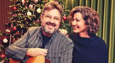 Amy Grant's Unexpected Gift To Vince Gill That Had Her Near Tears Best Country Music, Country Singers, Amy Grant Songs, Vince Gill, Country Couples, Song Of The Year, Jackson Family, Hollywood, Celebrities