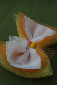love this bow!  It makes me want Kaylie to be a candy corn fairy so I can make her a tutu and find some beautiful wings and a wand.  think about it... it would be adorable!