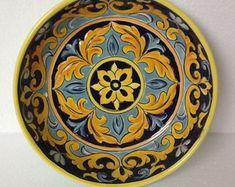 Hand Painted Ceramics, Porcelain Ceramics, Ceramic Bowls, Pottery Painting, Ceramic Painting, Plate Art, Ceiling Medallions, Ceramic Design, Art Decor