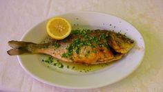 #Ricetta semplice negli ingredienti, la cui riuscita dipende soprattutto dalla qualità del #pesce. Ecco come cucinare l'ORATA AL FORNO: http://blog.giallozafferano.it/laraccoltadiricette/orata-al-forno/