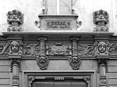Casa privata - post by Paola Parodi Fregio del portone principale Torino, Via Colli 19 — a Italia.