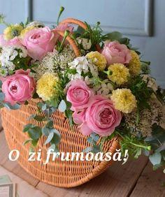 Flowers Nature, Beautiful Flowers, Planting Flowers, Flower Arrangements, Floral Wreath, Bloom, Shapes, Wreaths, Table Decorations