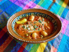 Pescado a la Veracruzana. Jauja Cocina Mexicana comparte la diversidad y profundidad de sabores del Golfo de Mexico. Pasos, tips e ingredientes para recrear este huachinango fresco en una riquisima salsa de jitomate con aceitunas y alcaparras, y con el toque inigualable de chiles Mexicanos. Perfecto para la Cuaresma. Muy buen provecho! Mil gracias por suscribirse https://www.youtube.com/user/JaujaCocinaMexicana