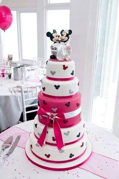 【ディズニーランド 迪斯尼樂園 Disneyland】 夢の国にトリップ♡ディズニーモチーフのウェディングケーキをあつめましたにて紹介している画像