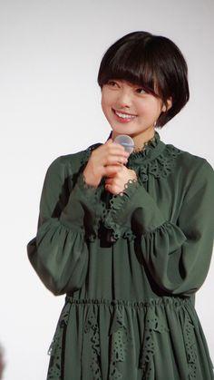 オフィシャルレポート | 欅坂46公式サイト Dvd Blu Ray, Pixie Hairstyles, Japanese Girl, Akira, Idol, Singer, Poses, Actors, Female