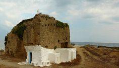 Skyros island - church into the rocks Skiathos, Classical Antiquity, Place Of Worship, Archipelago, Island Life, Greek Islands, Planet Earth, Mount Rushmore, Greece