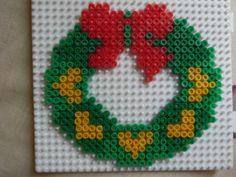 Christmas wreath hama perler beads by lescreasdemumu