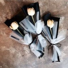 40 Stunning Vaness Flowers That Are Just Perfect! Single Flower Bouquet, Flower Bouquet Diy, Bouquet Wrap, Small Bouquet, Dried Flowers, Paper Flowers, How To Wrap Flowers, Flower Packaging, Flower Aesthetic