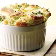 Broccoli and Goat Cheese Souffle. This wasn't that difficult and was pretty tasty! I used feta instead of goat cheese since that was what we happened to have. Vegetarian Dinners, Vegetarian Recipes, Vegetarian Thanksgiving, Healthy Recipes, Cooking Recipes, Egg Recipes, Easter Recipes, Cookbook Recipes, Cooking Ideas
