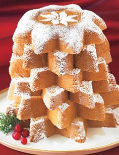 "pandoro di verona ( means ""Bread of Gold"" ) Italian Christmas cake ` looks yummy doesn't it Italian Christmas Traditions, Italian Christmas Cake, Christmas In Italy, Noel Christmas, Christmas Goodies, Christmas Desserts, Christmas Baking, Christmas Drinks, Italian Cookies"