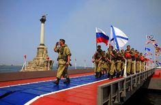 Venäläisiä merijalkaväen sotilaita Ukrainalta vallatulla Krimin niemimaalla…