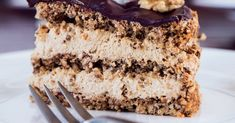 Decadent Danish whalnut layer cake with mocca coffee cream. Cakes To Make, How To Make Cake, Cakes And More, Danish Cake, Danish Food, Magic Chocolate Cake, Cake Recipes, Dessert Recipes, Tummy Yummy