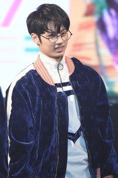 Yer a wizar' Jun Woozi, Wonwoo, Jeonghan, Shenzhen, Seventeen Junhui, Wen Junhui, Crop Photo, Adore U, Seventeen Debut
