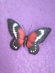 Las mariposas son símbolo de pasión y amor! Pudes colocarlas en tu recámara en forma de pares.