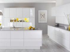 Cocina blanca , ceramico gris, Granito gris claro