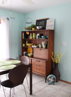Mid Century Modern Hutch/china cabinet styling