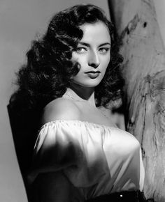 The most beautiful Italian actresses of all time - - From Sophia Loren to Monica Bellucci, these Italian actresses burn in the collective imagination as the pinnacle of allure and femininity. Hollywood Stars, Hollywood Icons, Hollywood Glamour, Classic Hollywood, Old Hollywood Actresses, Beautiful Italian Women, Most Beautiful, Gorgeous Women, Amazing Women