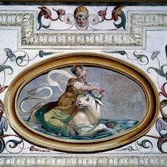 Grotesque detail: allegoria del Ratto di Europa, affresco di Giallo Fiorentino in un salone di Villa Molin - Avezzù a Fratta Polesine, 1992, Archivio Seat/Archivi Alinari _BM