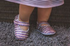 An online storefront selling sparkly baby shoes handmade from Thailand. Our shoe desgins are festive and seasonal! Bling Baby Shoes, Baby Bling, Cute Kids, Cute Babies, Baby Fashionista, Baby Keepsake, Baby Models, Baby Shower Gifts, Style Fashion