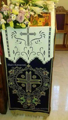 Προσκυνητάρι. Δια αξίας χειρός Μαίρης Κατσαούνη. Βοήθειά σας φίλη μου.!! Τηλ καταστήματος 2221074152 Cutwork, Embroidery, Ebay, Black And White Painting, Towels, Button Art, Needlepoint, Xmas, Drawings