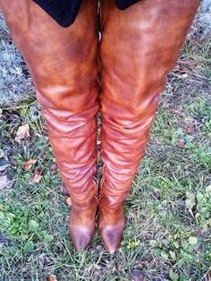 High boots cuissardes - Leather Boots - Ideas of Leather Boots - Stivali in nappa alti alla coscia leather boots cuissardes brown leather thigh boots Womens Thigh High Boots, Thigh High Boots Heels, Knee Boots, High Heels, Crotch Boots, High Leather Boots, Brown Leather, Long Boots, Sexy Boots