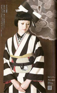 Kimono Hime Vol. 9-Mono kuro look