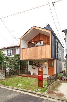 정갈함이 특징|2층주택 일본인테리어 オケハウス Architects : 中田製作所 Location : Japan Referenc... Small House Design, Modern House Design, Minimalist Architecture, Interior Architecture, Box Houses, Architect House, House Extensions, Japanese House, Facade House