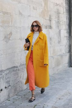 Candela Novembre wearing MSGM pants, Rochas yellow coat and Zara shoes and top. Yellow is always a tricky color to wear but Candela seems to have mastered it! Latest Fashion For Women, Latest Fashion Trends, Womens Fashion, Tangerine Dress, Spring Couture, Fashion 2018, Street Style Women, Street Styles, Autumn Winter Fashion