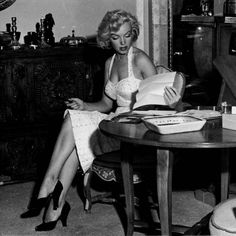 Marilyn reading a book