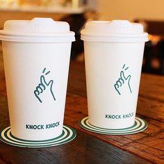 . Graphic Branding & Identity Creation Project 01_Knock Knock Cafe, Seoul, South Korea .  노크노크의 서브마크!  똑똑! 노크하는 귀여운 손 일러스트가 들어간 컵 디자인. . #branding #identity #design #cafe #brunch #menu #cup #logo #graphic #designstudio #studiochoisy #package #togo #green #papercup #브랜딩 #아이덴티티 #디자인 #카페 #브런치 #메뉴 #그라놀라 #로고 #그래픽 #디자인스튜디오 #패키지 #종이컵 #투고컵 #choisy #초이시