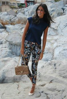 Discover and organize outfit ideas for your clothes. Decide your daily outfit with your wardrobe clothes, and discover the most inspiring personal style Patterned Pants Outfit, Floral Leggings Outfit, Floral Print Pants, Printed Pants, Pretty Outfits, Cool Outfits, Casual Outfits, Summer Work Outfits, Spring Outfits