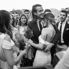 ¡Un abrazo y a seguir con el lunes! 💚  vía @ido_events_   @christiangideon 📸  vestido @sarahseven  .  .  #bridalparty #shooting #weddinginvitations #weddingregistry #weddingdress #beautifulbride #bridal #wed #weddingdance #weddingdiary #weddingparty #dreamwedding #shesaidyes #destinationwedding #bridesmaids #bride #groom #photographer #weddingphotographer #weddingphotography #weddingphoto #weddinginspiration #weddinginspo #weddingstyle #weddingideas #weddingplanning